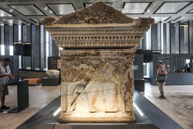 Polyxena Sarcophagus Women Mourning