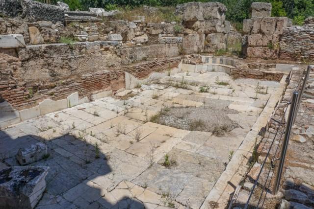 Tepidarium (medium hot room)