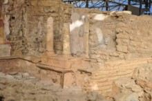 TH6  Peristyle Aedicula