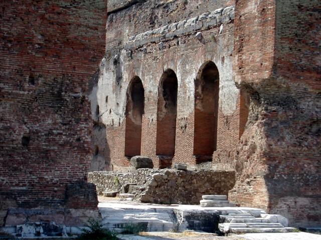 Red Basilica: Entrance