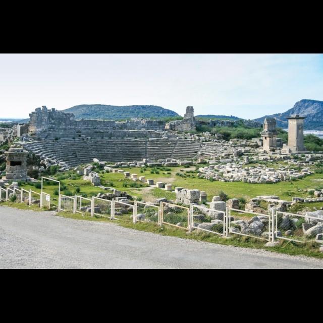 Tombs and Agora 1