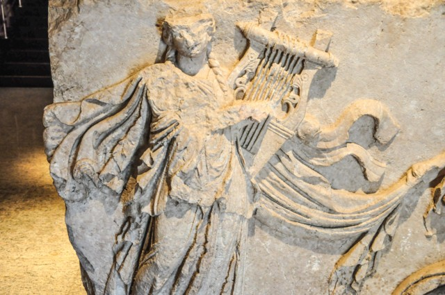 Dancing with Lyre